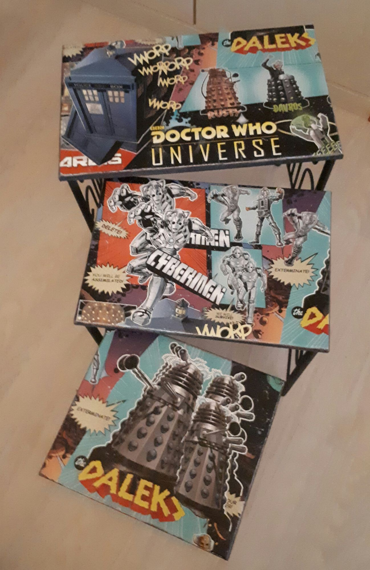 Nest of Dr Who Tables1