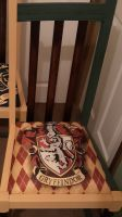 "Harry Potter crests ""Griffindor"" on chair"