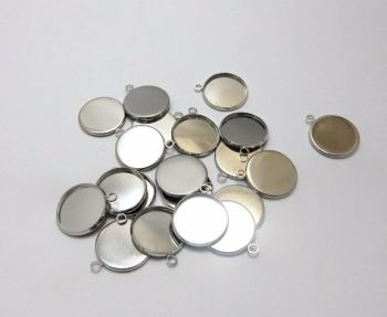 14 mm round silver plated light weight setting charms in choice of pack sizes