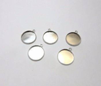 18 mm round silver plated light weight setting charms in choice of pack sizes