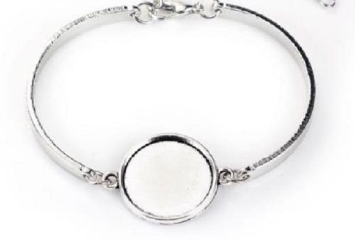 Bracelet blank bangle setting for 18 mm round cabochon or resin