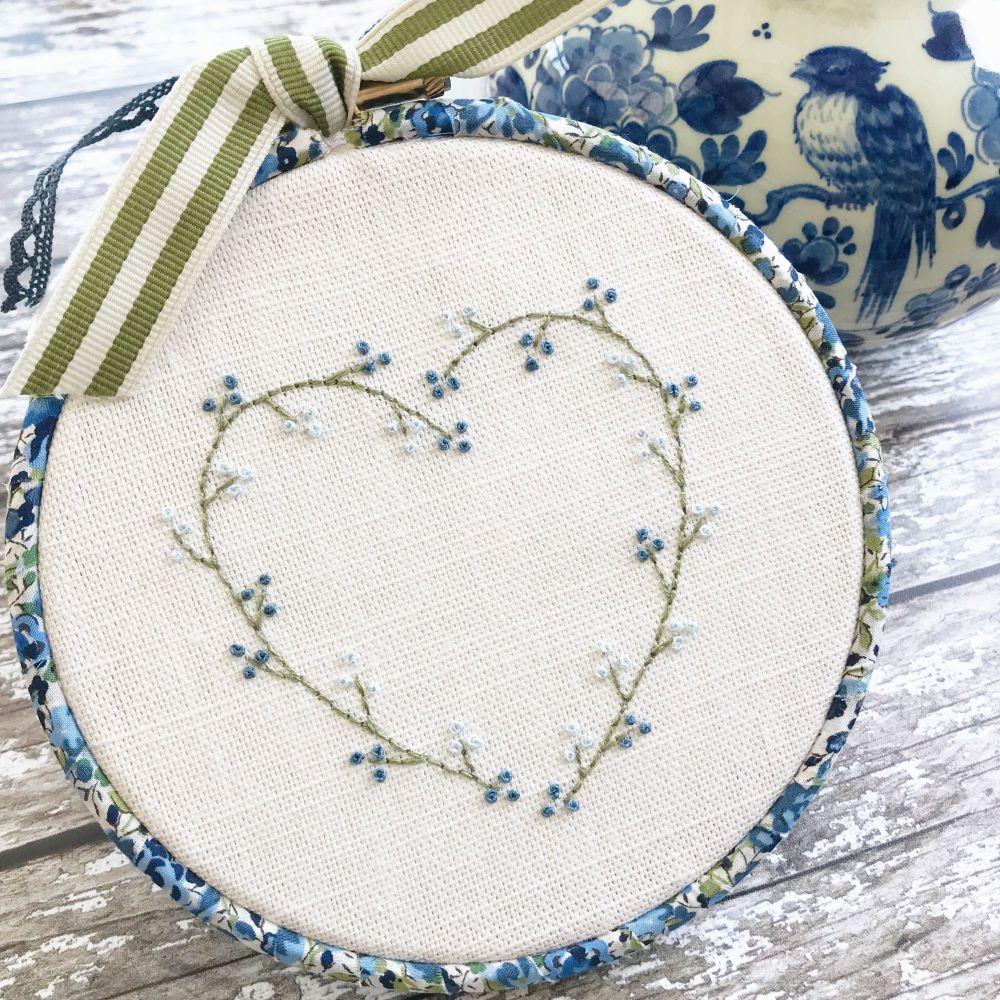 'Embroidery Hoop Blue Heart Wreath' Kit & Pattern
