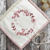 'Huswif Faded Red Cottage Garden' Kit & Pattern