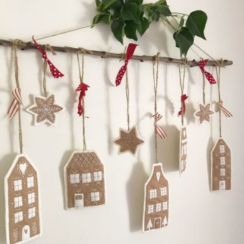 'Gingerbread Biscuit Felt Christmas Decorations' Kit