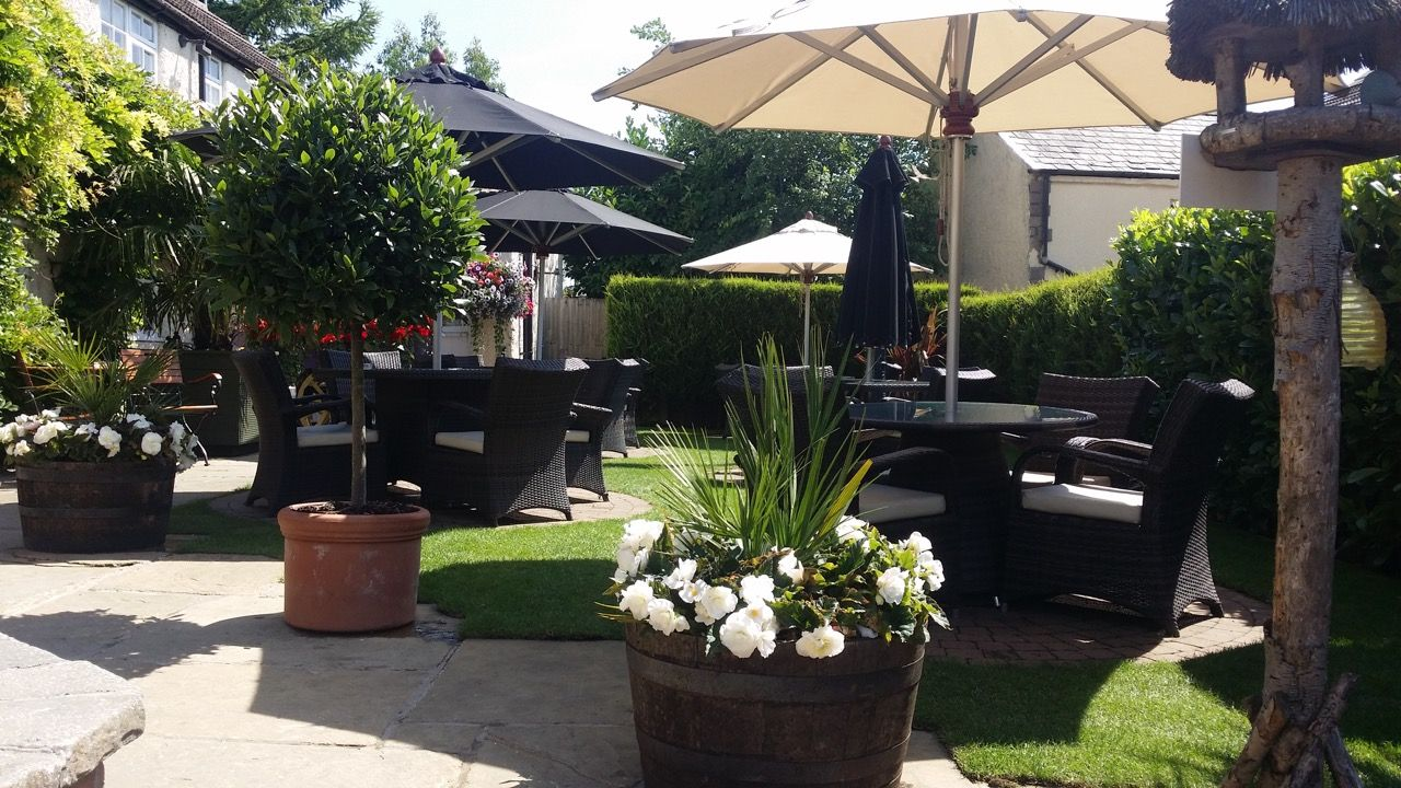 Gardens and Seating at the Plough