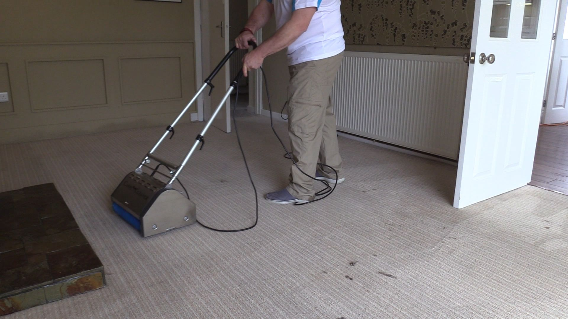using a carpetandupholsterycleaning.uk CRB machine