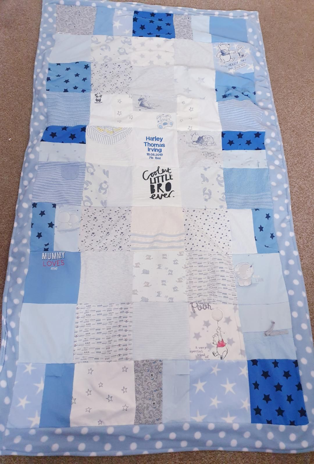 <!--001-->Memory blanket made from baby clothes