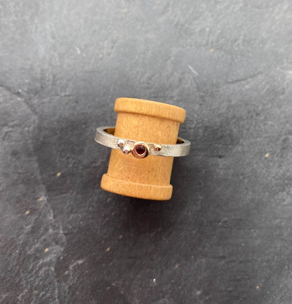 Silver, 18ct yellow gold & Garnet ring.