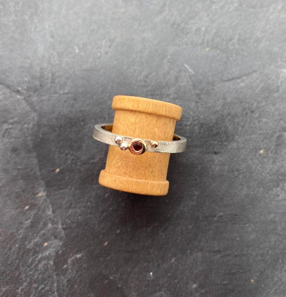 Silver, 18ct yellow gold & Garnet ring.