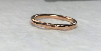 9ct rose gold, Hammered band