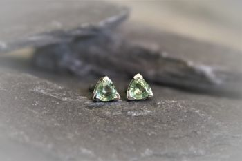 Green Sapphire, Platinum studs
