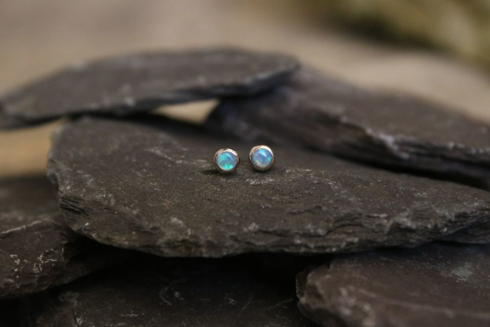 Opal, 18ct white gold studs