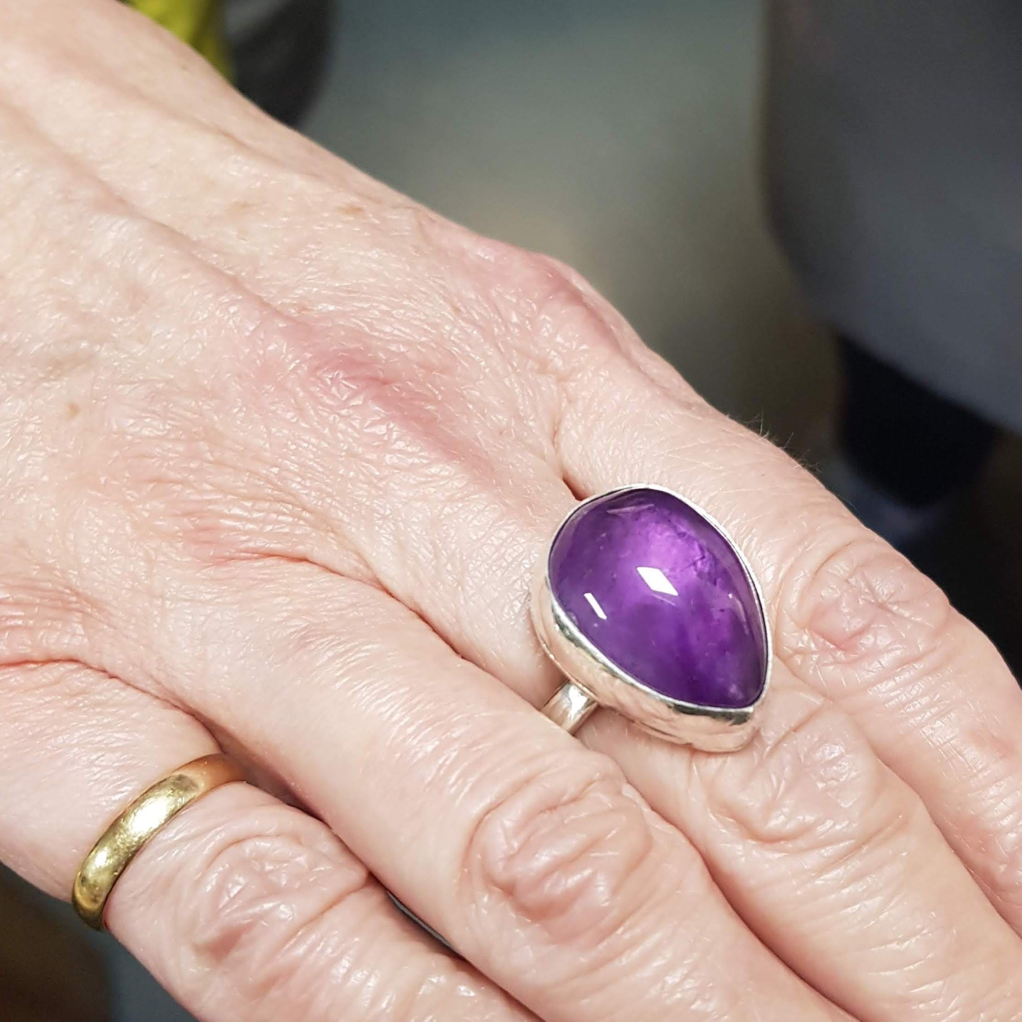 Stone setting ring workshop, beautiful amethyst ring