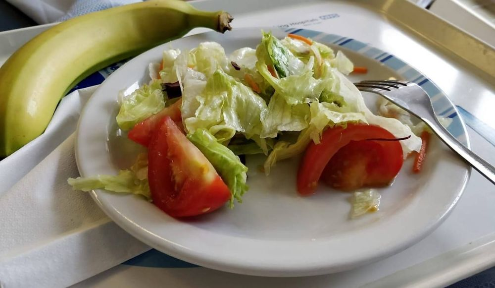bad vegan hospital option, lettuce and tomatoes