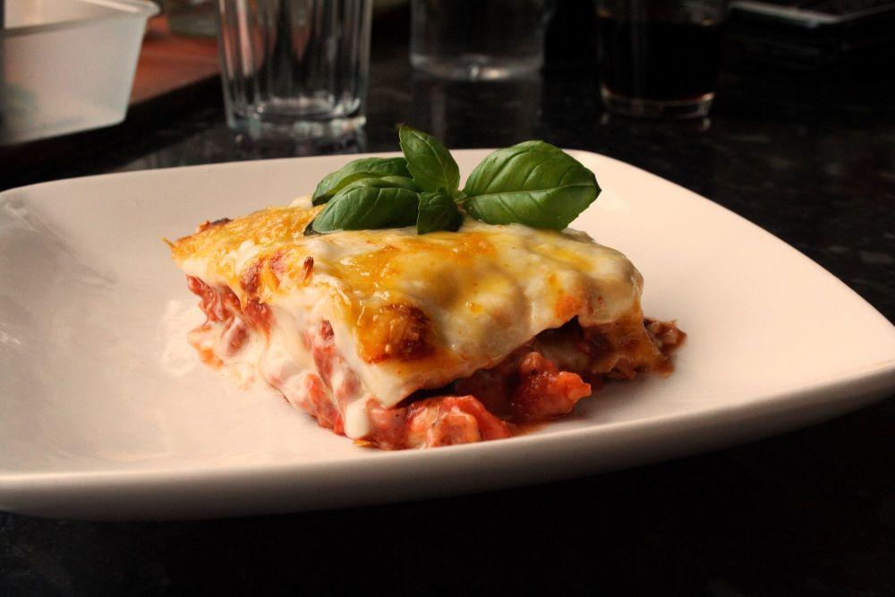 Close up Portion lasagne