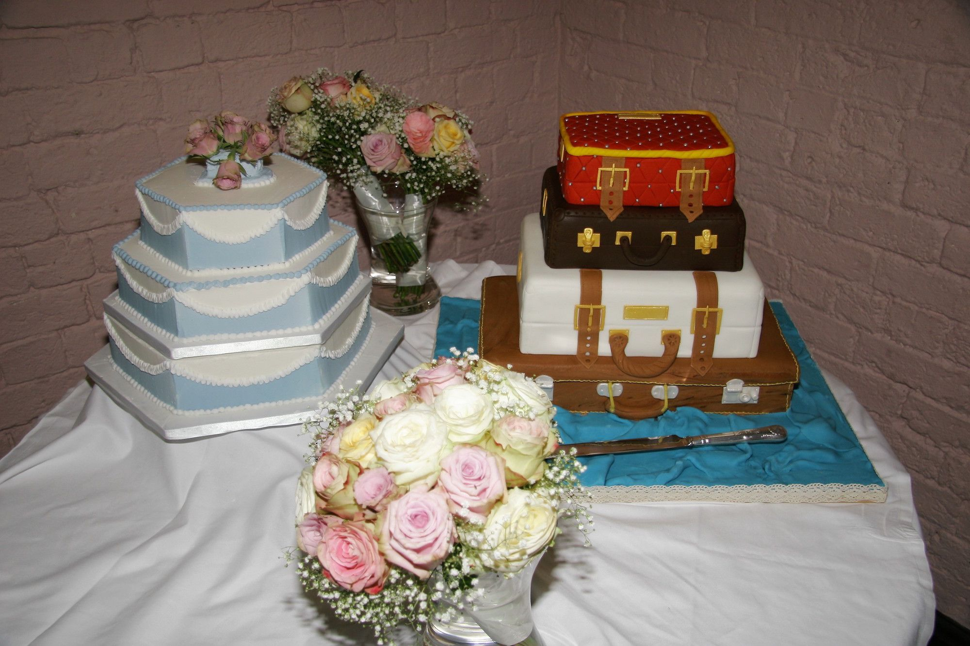Traditional and Moder  Wedding Cakes
