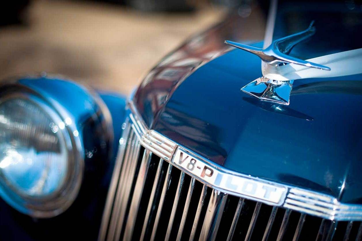 V8 Pilot classic wedding car