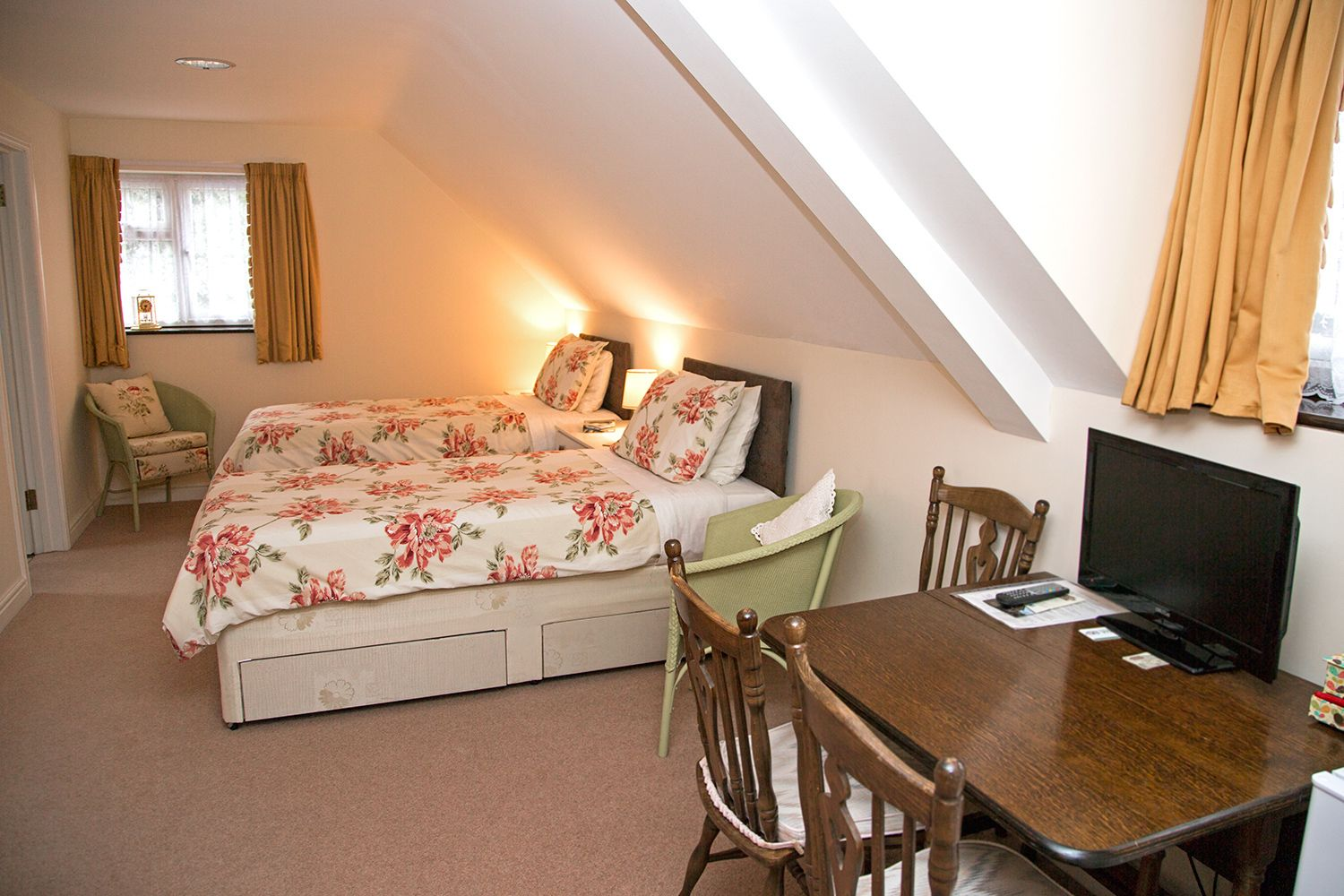 Single beds in The Beeching B&B Hathern
