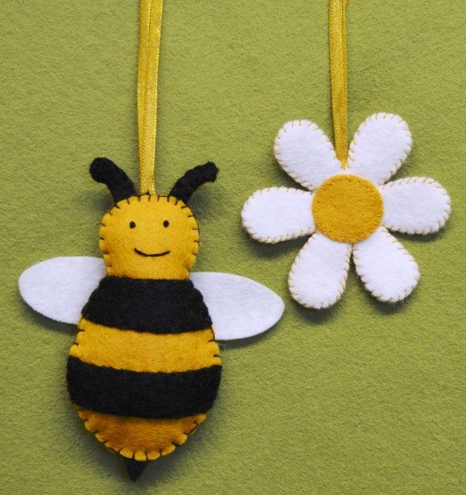 Corinne Lapierre: Bee & Flower