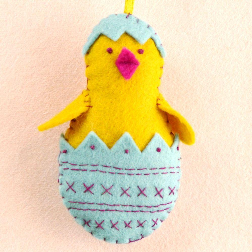 Corinne Lapierre: Chick in Egg