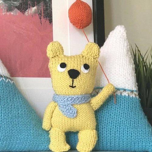 Gift Horse Kits: Happy Teddy With Balloon Knitting Kit