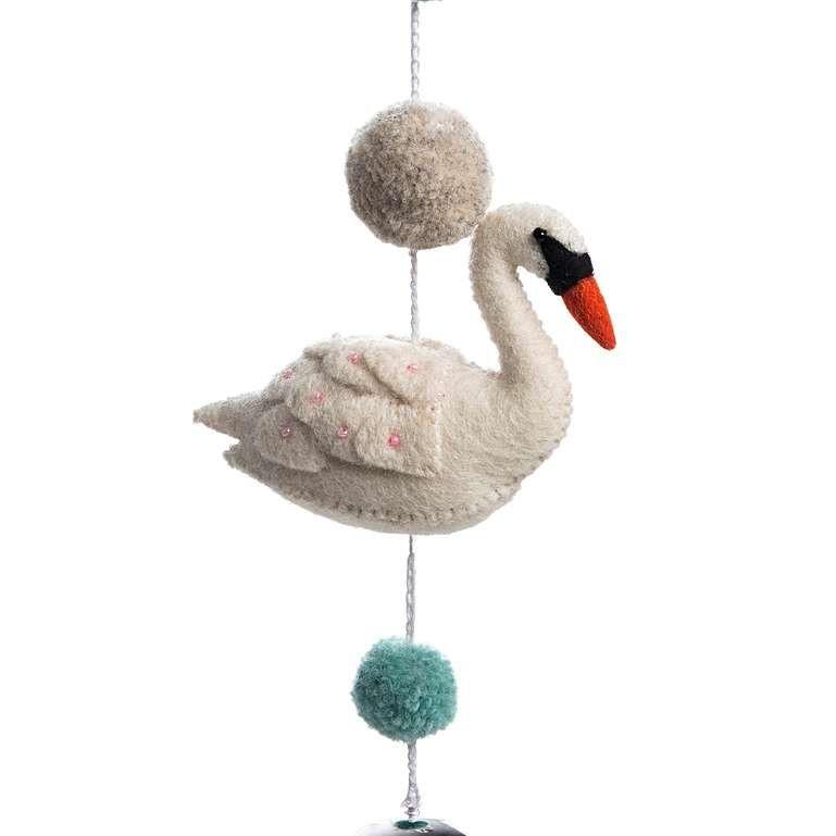 Sew Heart Felt: Darcy Swan Pom Pom Garland