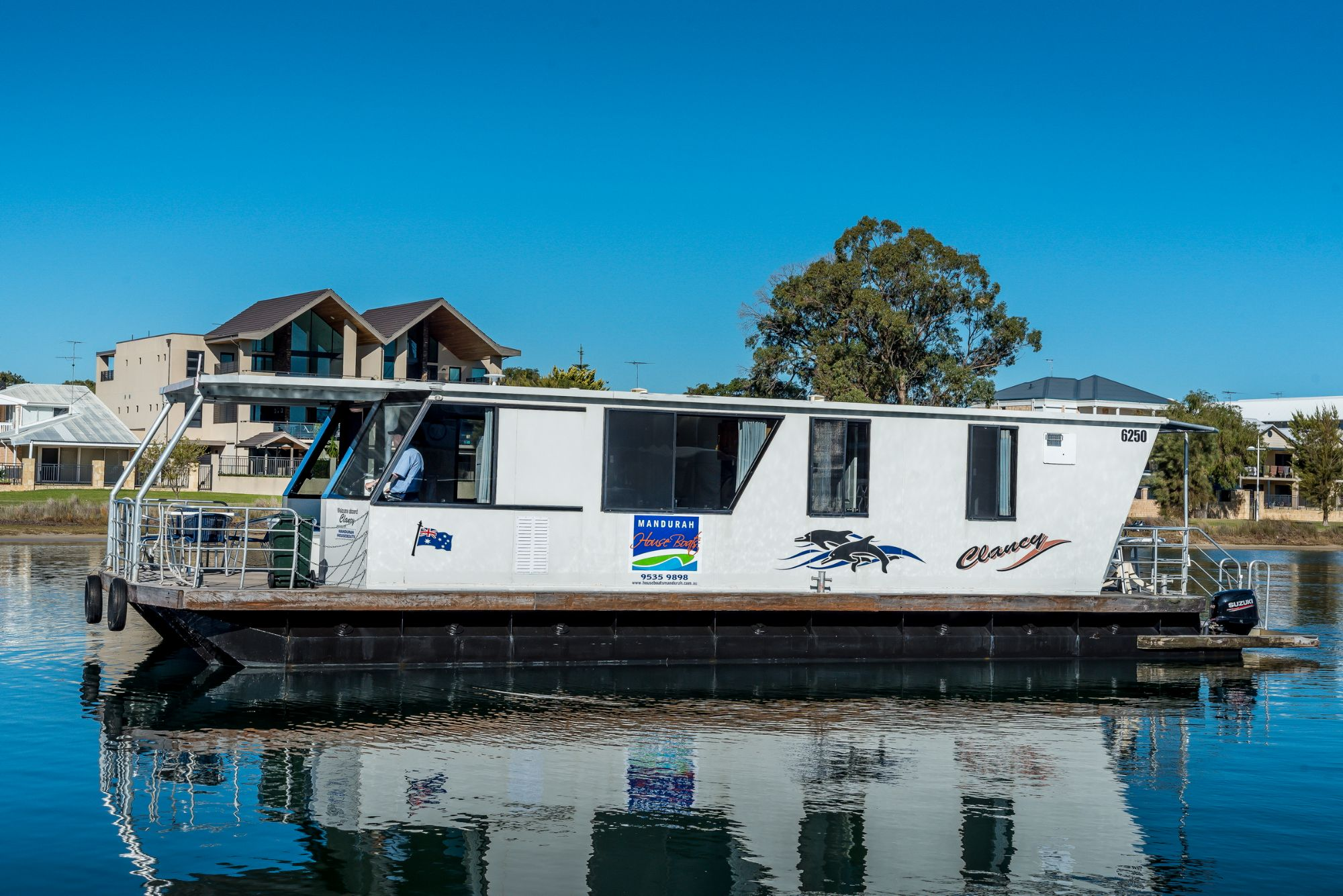 Mandurah Holidays on board a Houseboat - No Skippers Ticket Required!