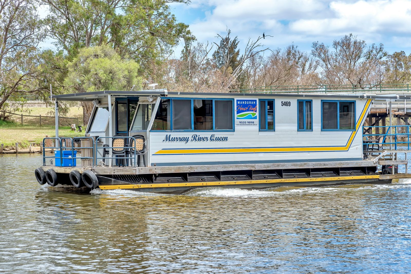 Mandurah Holidays on a Beautiful Houseboat