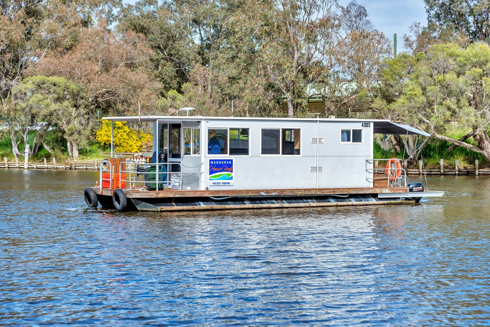 Mandurah Holidays on board a Mandurah Houseboat