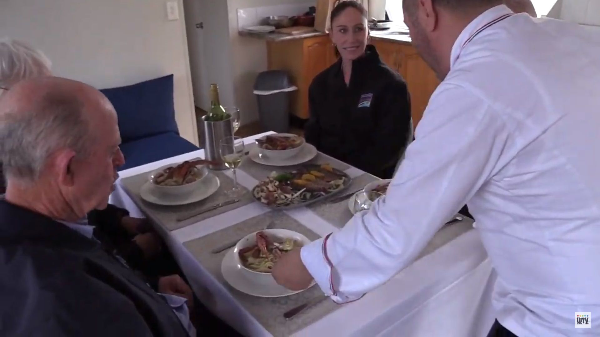 Mandurah Houseboats on the Food and Wine Trails of Western Australia TV Ser