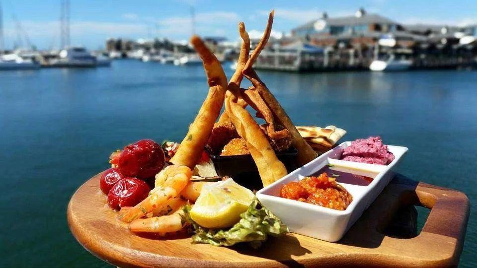 Mandurah Holidays - The Oyster Bar