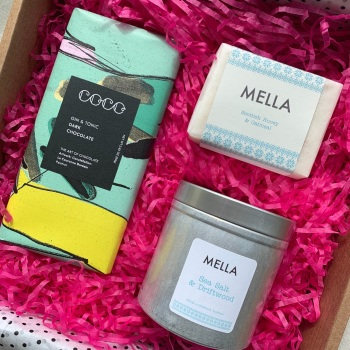 Gift Box with Mella Soap, Candle and Gin and Tonic COCO Chocolate