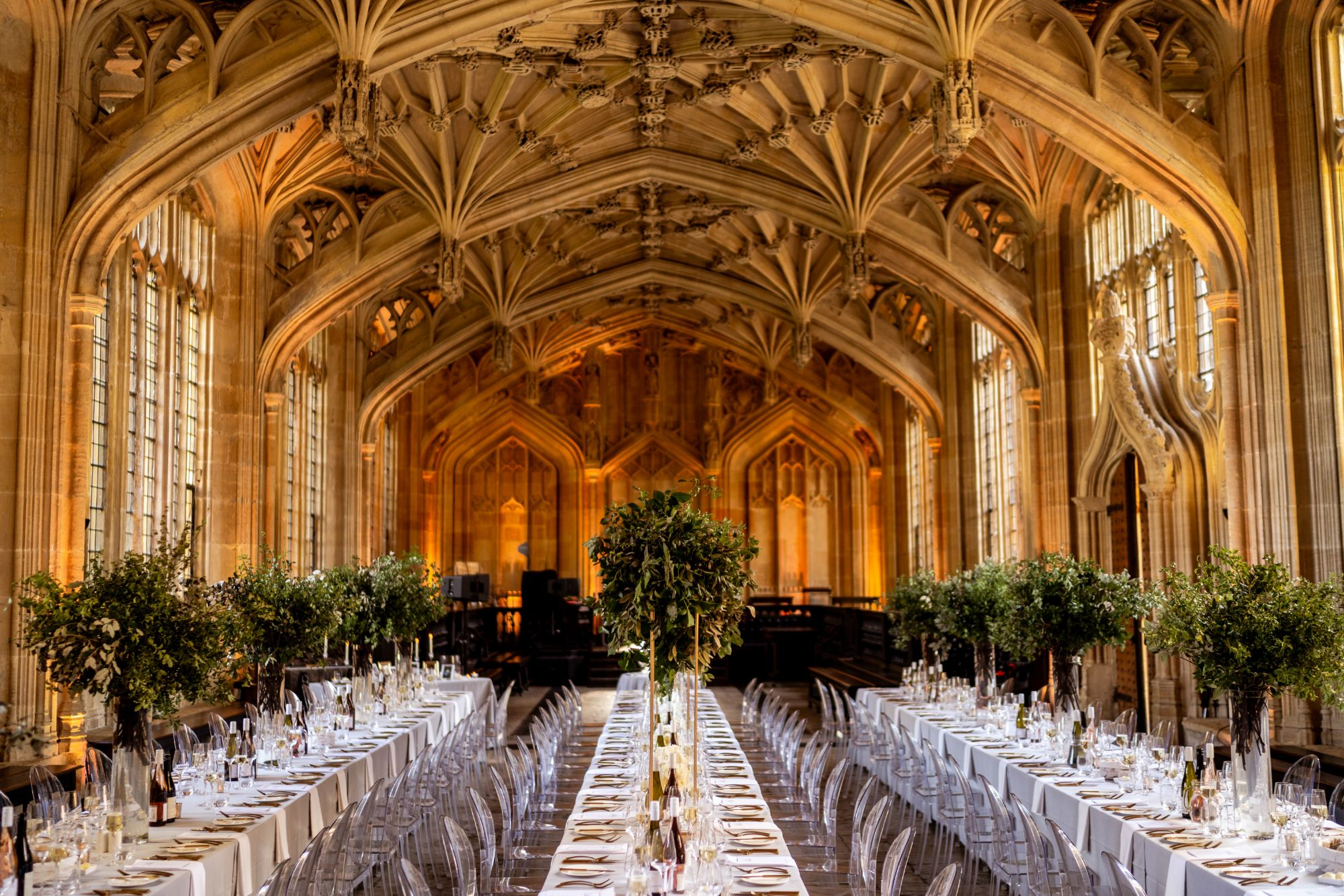 Oxford-wedding-Bodleian-Library-dining-tables-set-for -modern-wedding-Alway