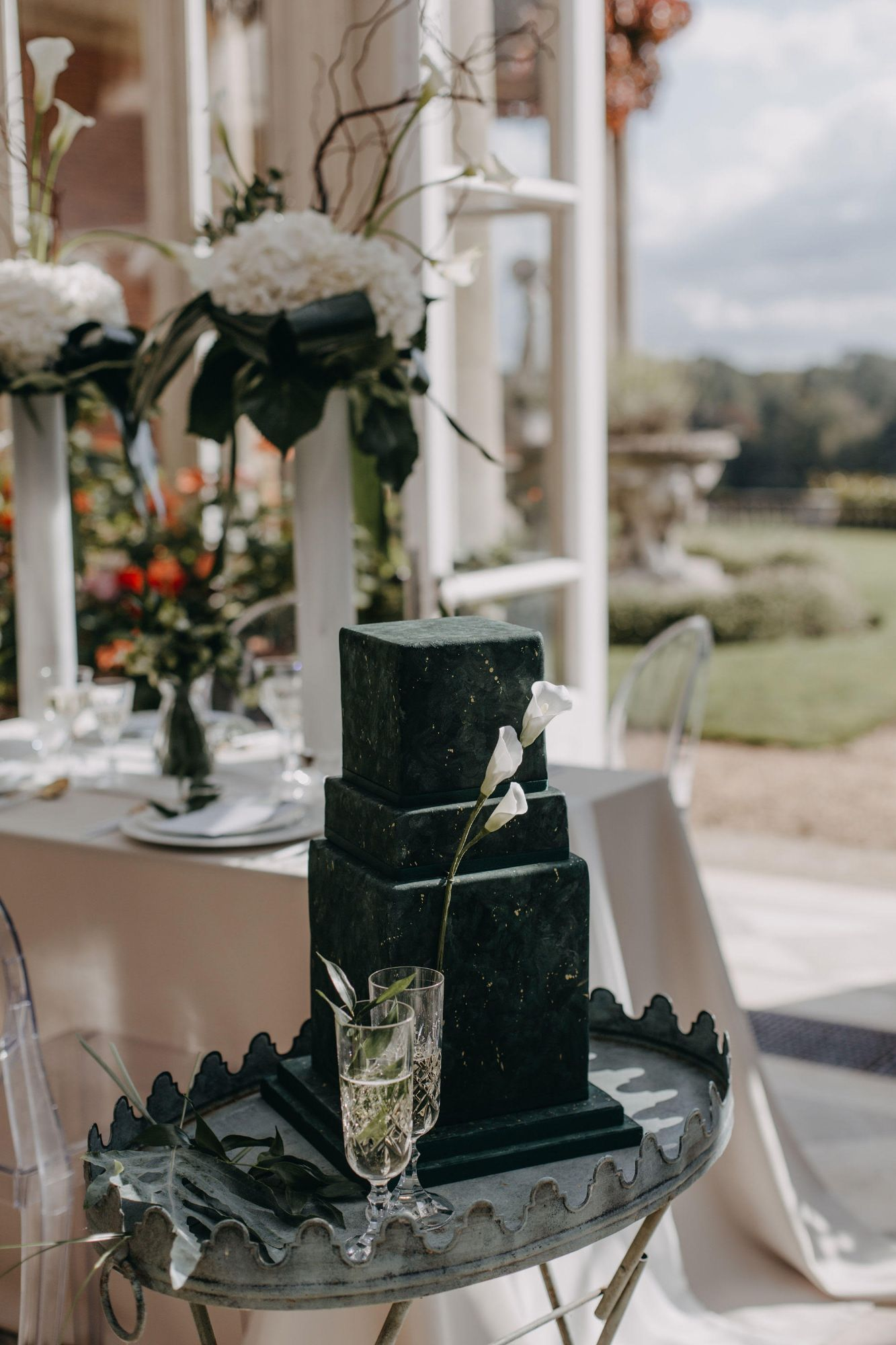 2021 Luxury Wedding Cake Designs.jpg