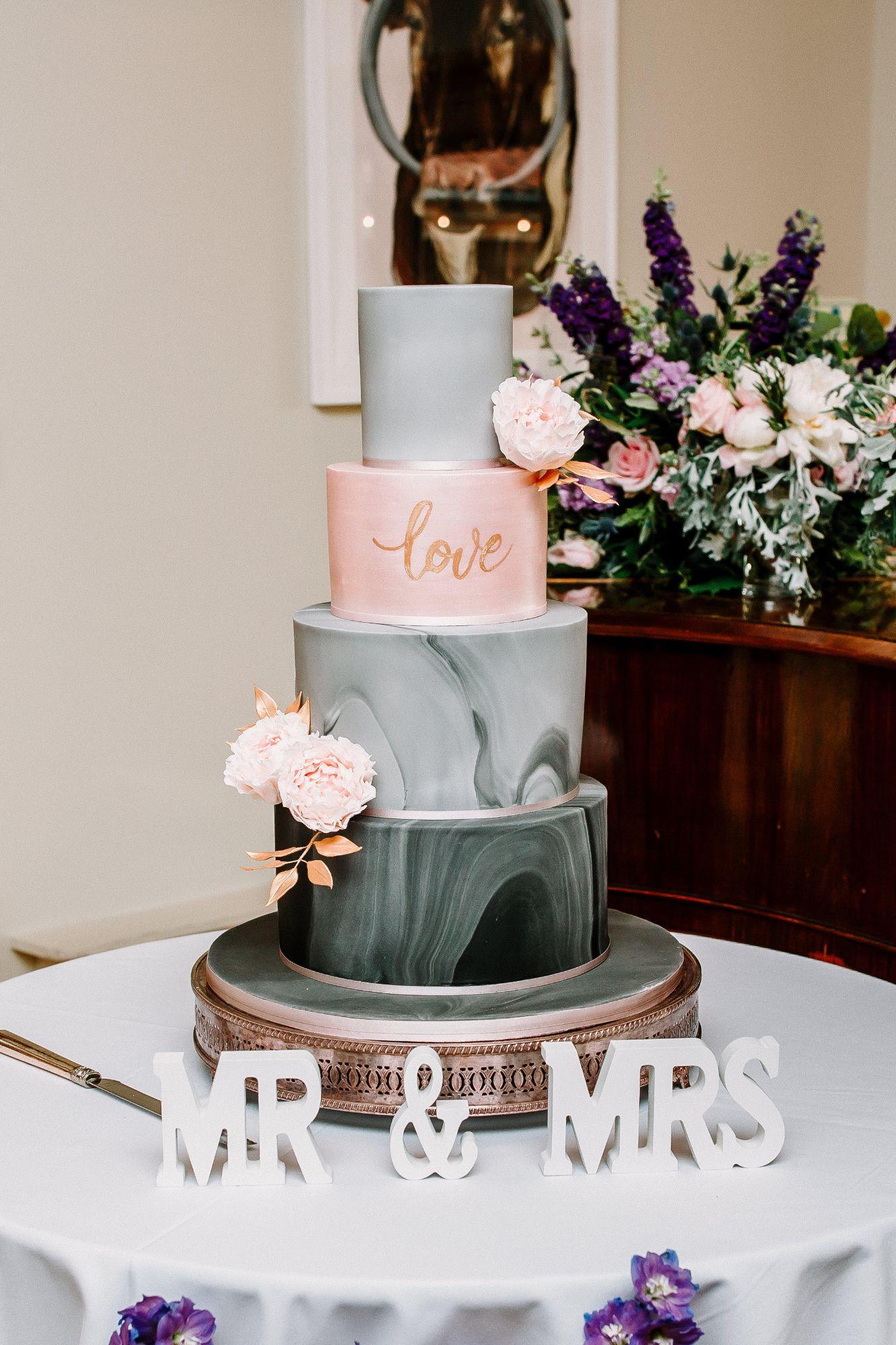 Stylish Wedding Cake Designs 2021.jpg