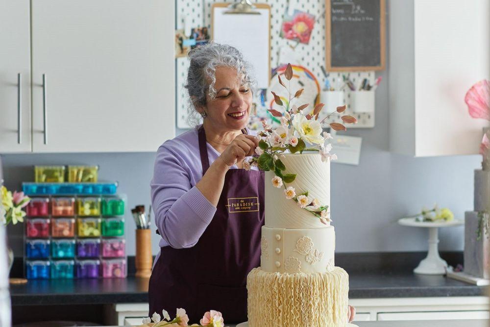 paradise-cakes-Hannah working on a wedding cake