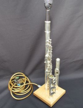 Flute in 3 pieces on English oak ~ Instrument Light / Lighting
