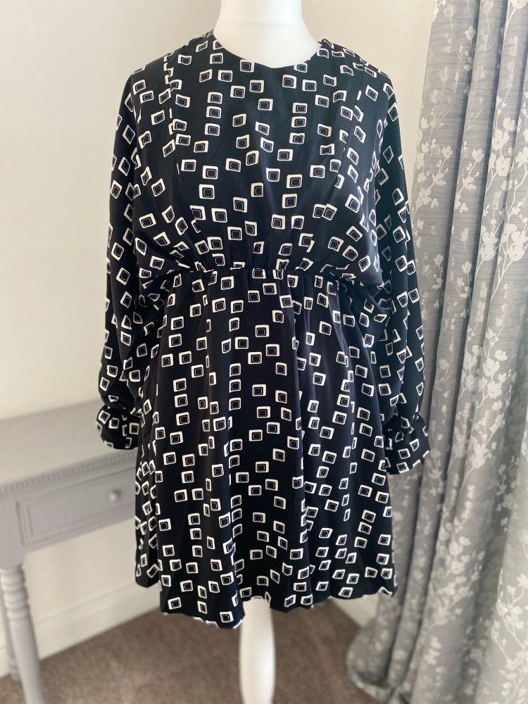Cream / Black Block Print Kimono Sleeve Dress