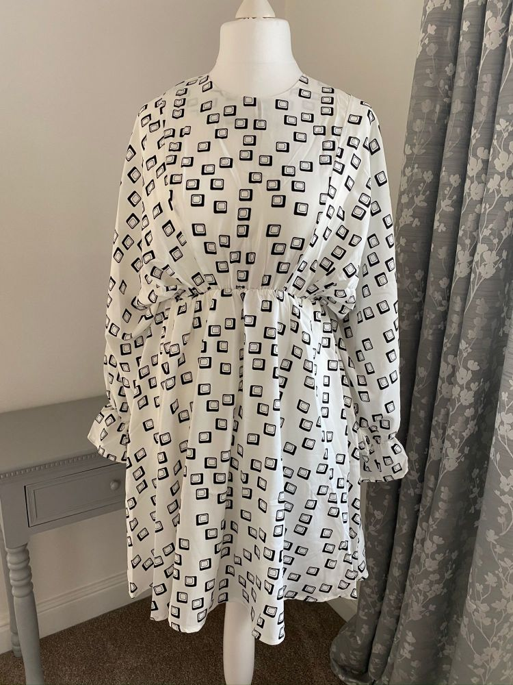 Cream / Black Block Print Kimono Sleeve Dress