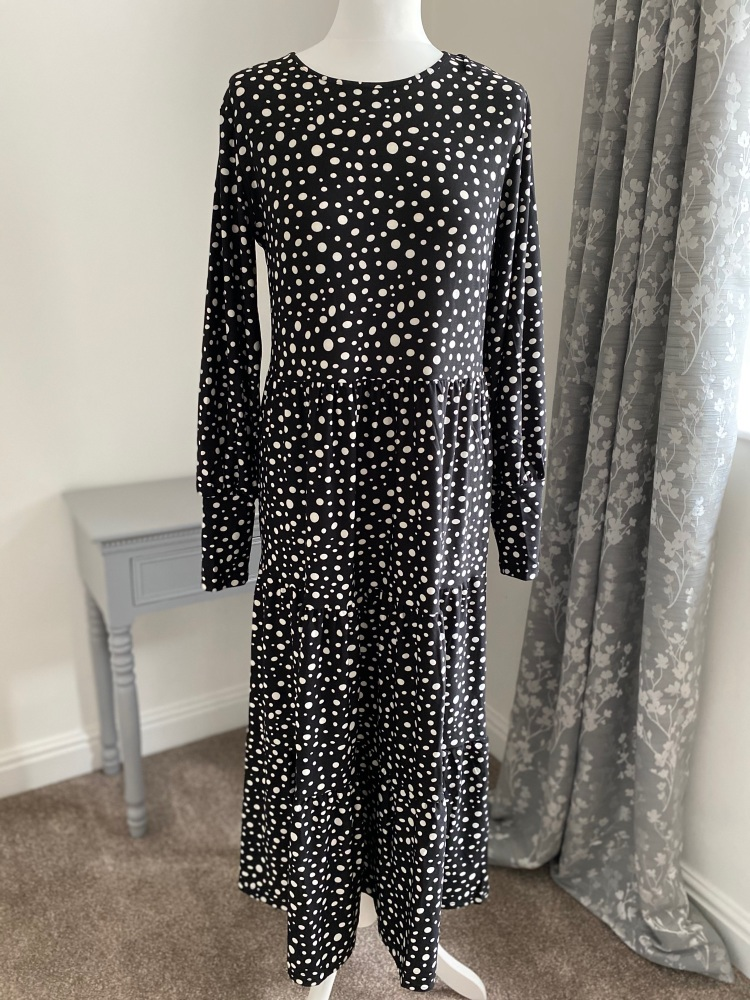 Spot print tiered midi dress