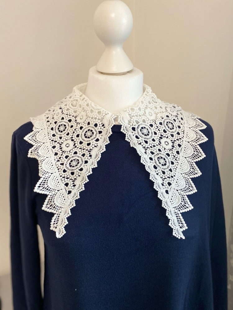 """Dorothy"" Lace Pointed Detachable Collar"