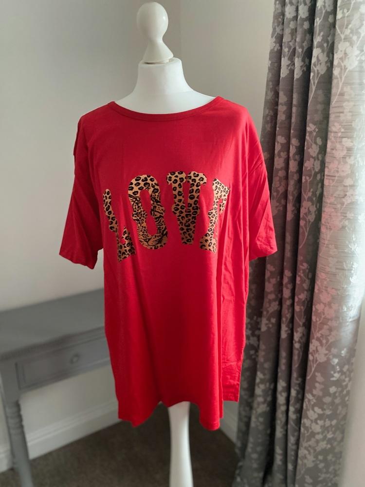 "Red ""Love"" Animal Slogan Curve T-shirt"