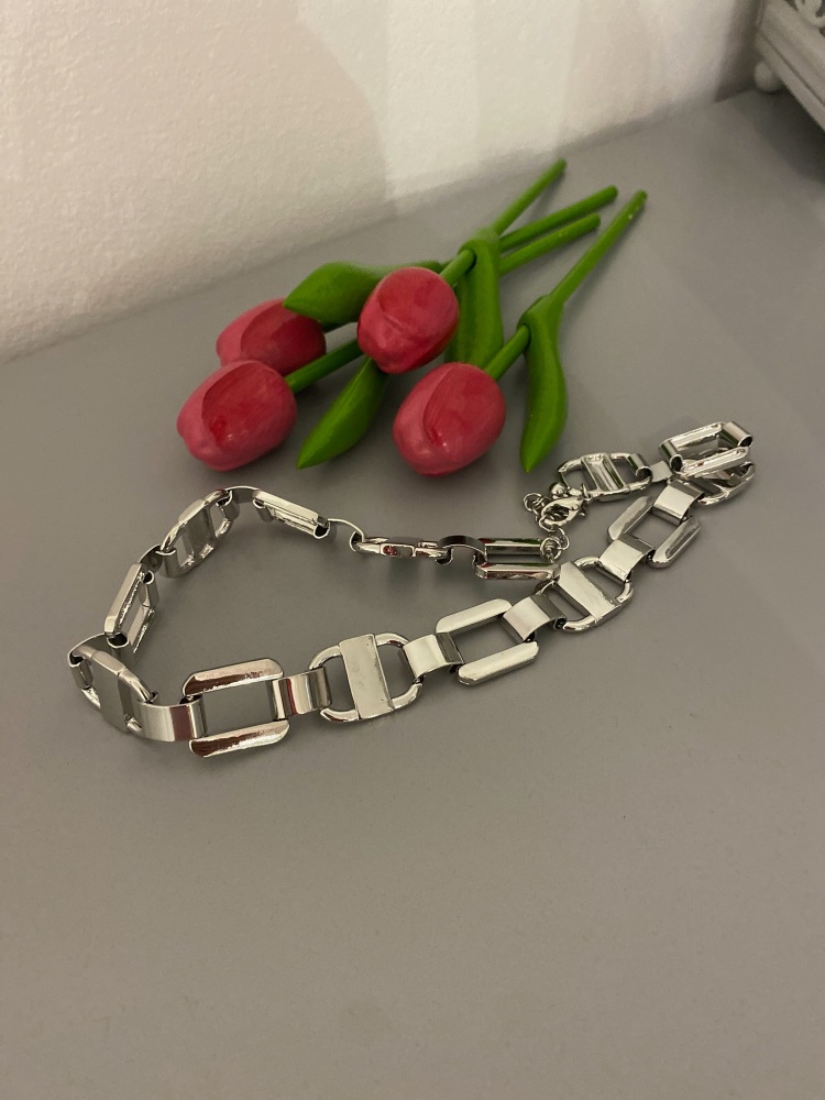 Flat link necklace in silver