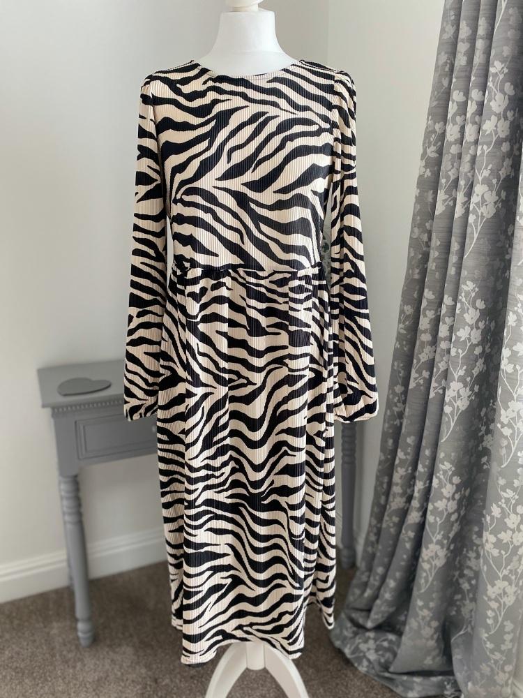 Zebra pleat midi dress