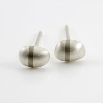 Lode small stud earrings