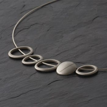 Flint loop necklace