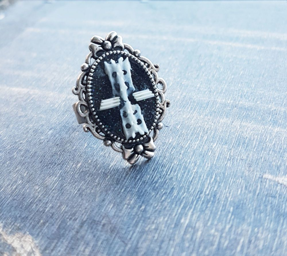 Gothic Style Ring With Bones Cross In Resin