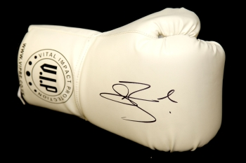Connor Benn Hand Signed White Vip Boxing Glove:*Rare*