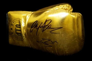 Connor Benn And Nigel Benn Dual Signed Gold Vip Boxing Glove:*Rare