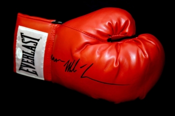 *RARE* Mike Tyson Hand Signed Everlast Boxing Glove.Signed Iron Mike Tyson